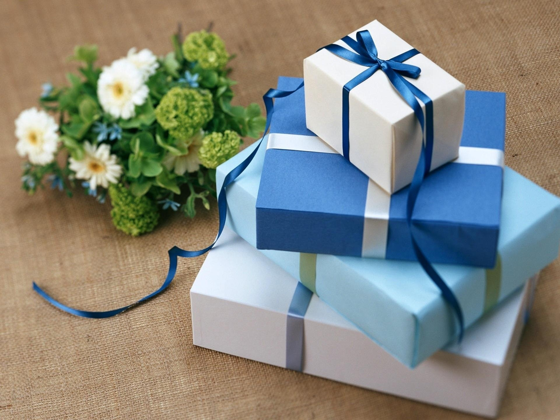 where to store wedding gifts
