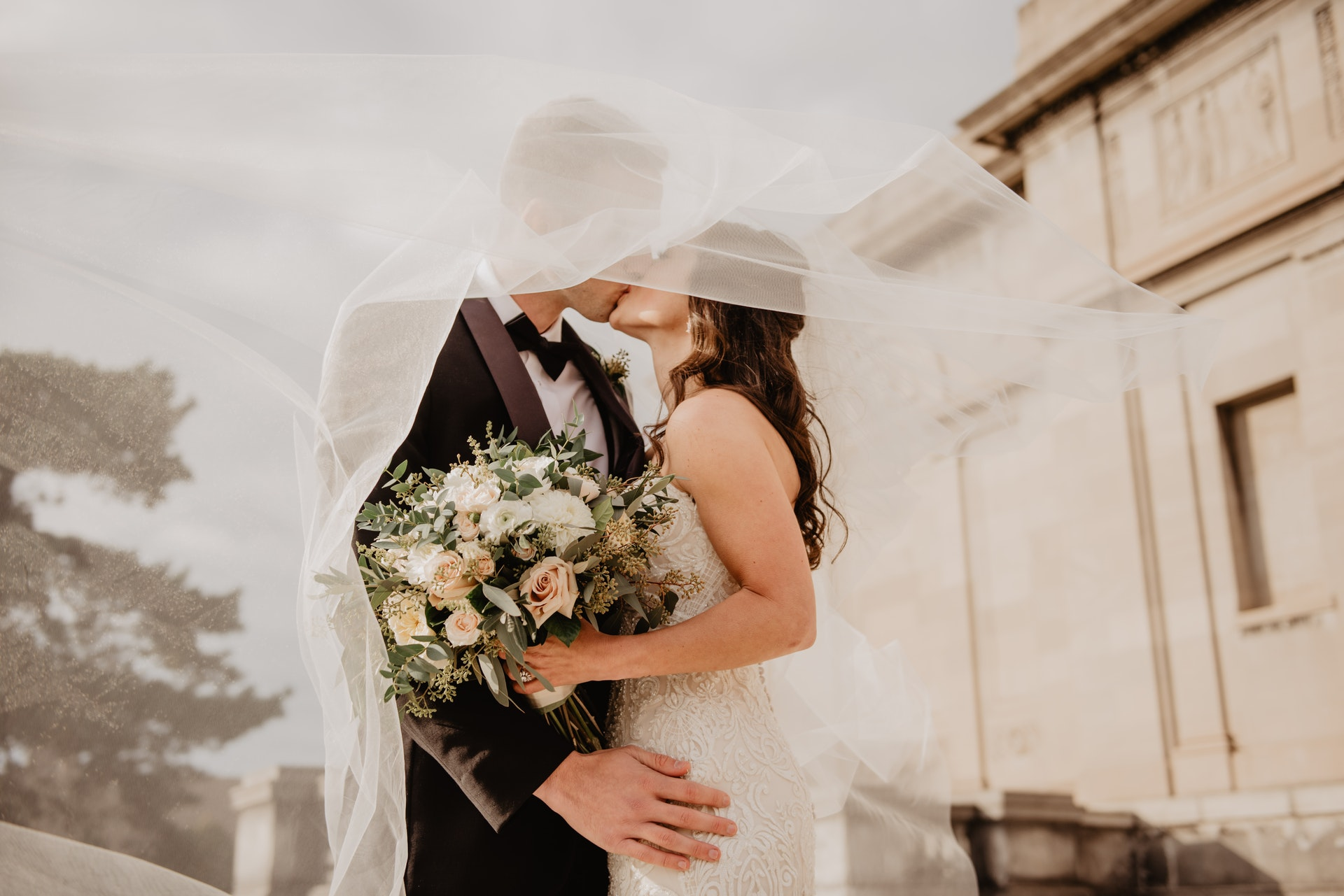 What Is the Average Cost of a Venue for a Wedding?